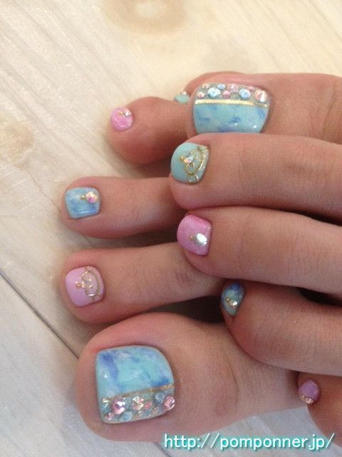 Foot nail a combination of blue and purple tie dye    ブルーと紫のタイダイを組み合わせたフットネイル