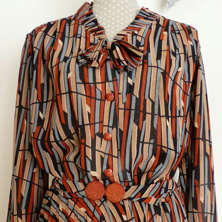 Do you like 1970s vintage? Take a look at this dress. Frills and belt details. I will be happy to know if you liked It.  Thanks for visiting my shop 😊