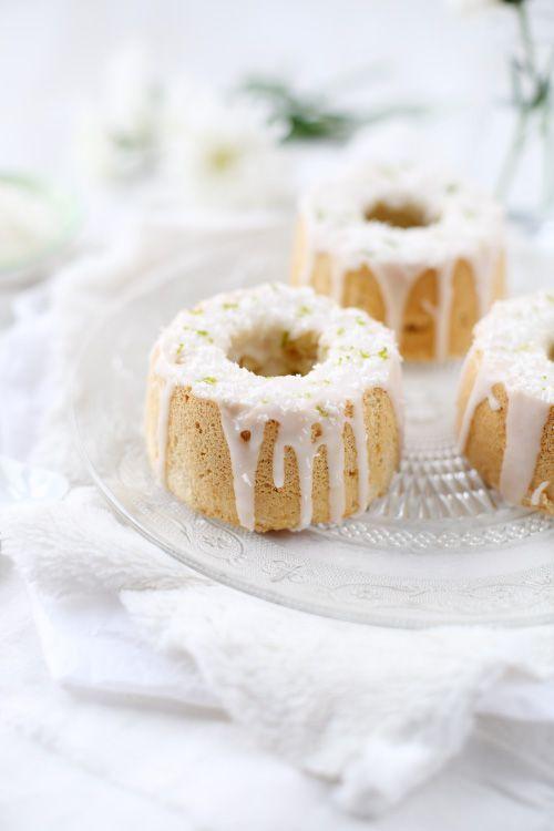 Chiffon cake, angel cake, ces noms vous disent peut-être quelque chose ? Personnellement, avant de recevoir des moules à angel cake, je n'en avais jamais e