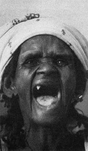 Sourire (!) édenté d'une femme au Maroc