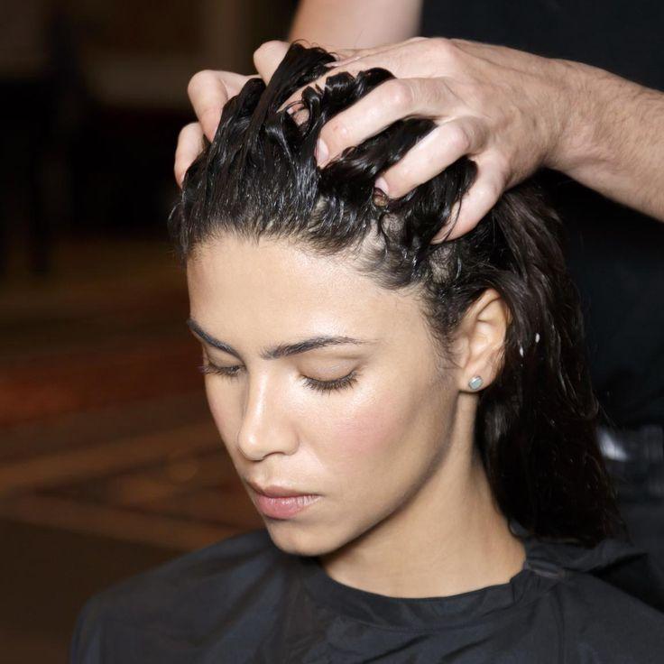 Coloration bio : la coloration bio ou coloration végétale, est une technique pour teindre les cheveux à l'aide de produits naturels. Comment ça marche, comment l'entretenir… Tout savoir sur la coloration bio....