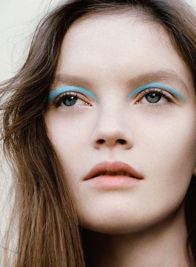 Turquoise Eyeliner - graphic eye makeup