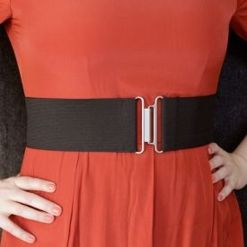 Whip up a wide elastic belt in under 5 minutes with this simple & fun DIY!
