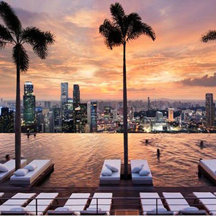 Piscine à Singapour http://www.elle.fr/Deco/Guide-shopping/Tous-les-guides-shopping/Les-piscines-de-reve-de-notre-ete-sur-Pinterest/