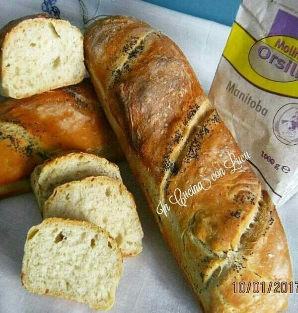 Baguette con semi di papavero. E' un particolare tipo di pane distinto dalla sua forma molto allungata,e dalla sua crosta croccante...