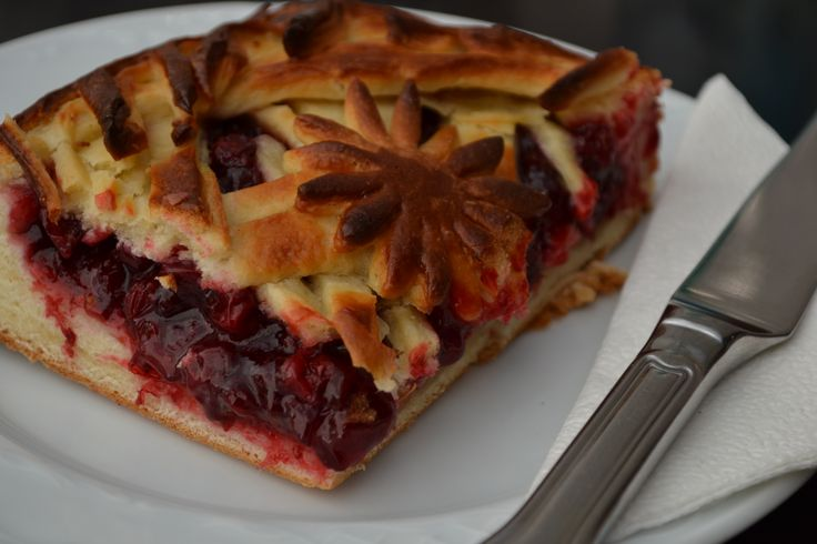 Famous for their pies, we were encouraged to try out this small little haunt in Yekaterinburg. Starting with a Cowberry Pie!