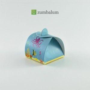 A caixinha para bombom ou trufa tema Fundo do Mar pode ser usada na mesa de doces margeando outros produtos ou agrupada igualmente aos outros docinhos.