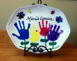 Cute homemade gift idea using kid's handprints - perfect for mom or grandma!