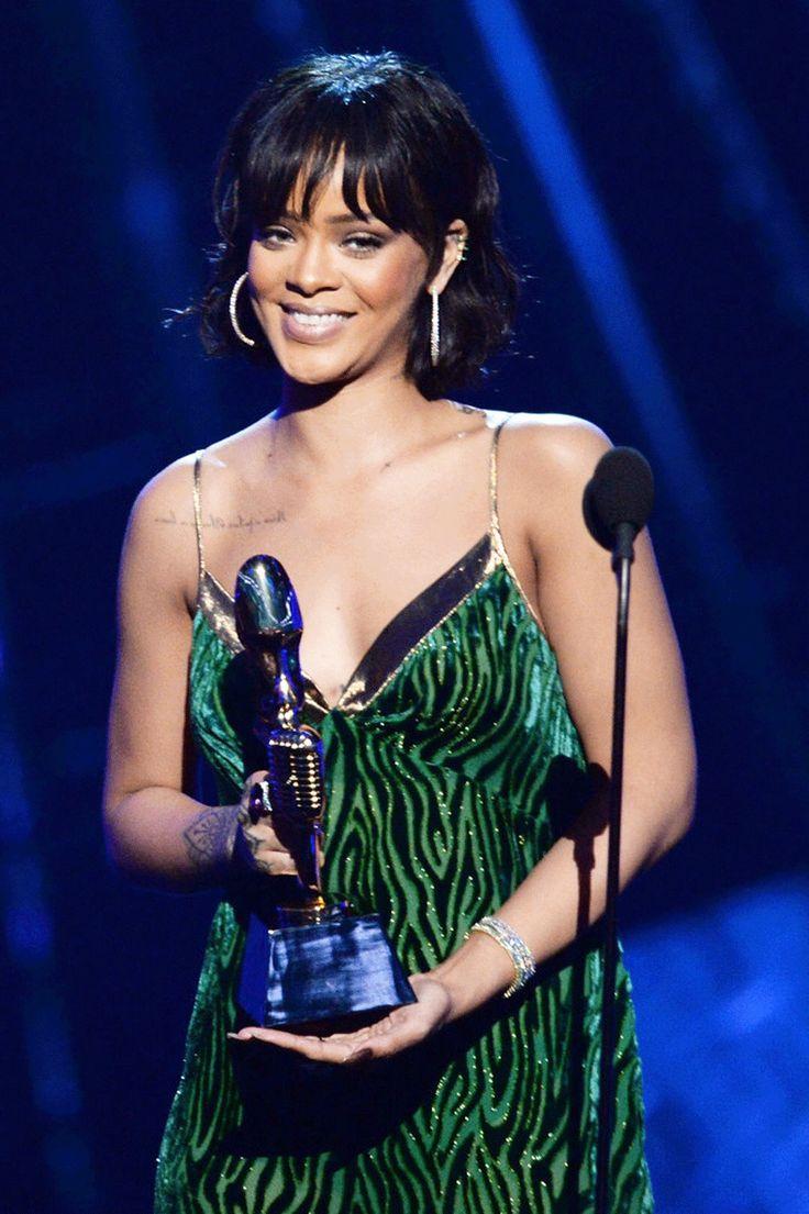 Rihanna Rihanna Daily Borgioni  emerald ear cuff & LeVian diamond & paraiba tourmaline tennis bracelets. #beauty #Congrats Billboard Music Awards at Tmobile Arena Billboard #BBMAs