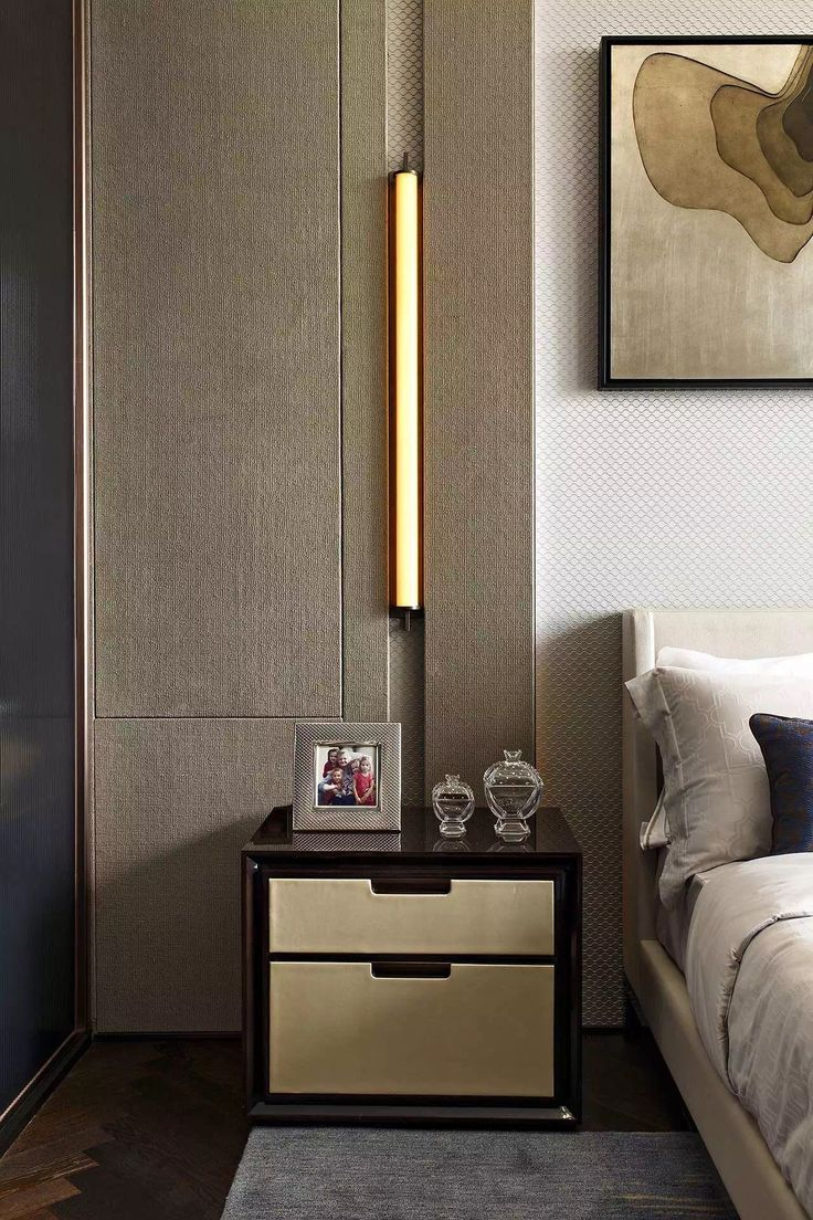 The beautiful slim light on the wall...