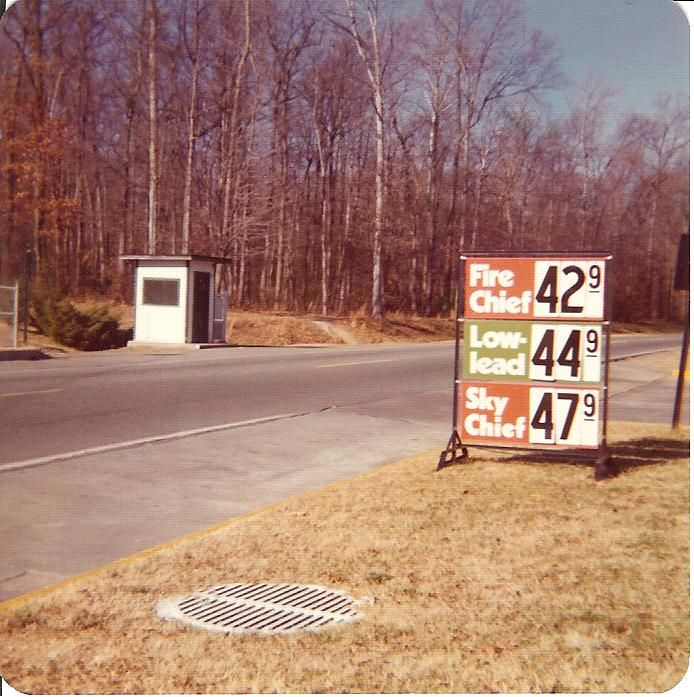 Price of Gas in 1973. No, this is not faked!      That Must be in New York, I remember in New Jersey,  Gas was 35 cents