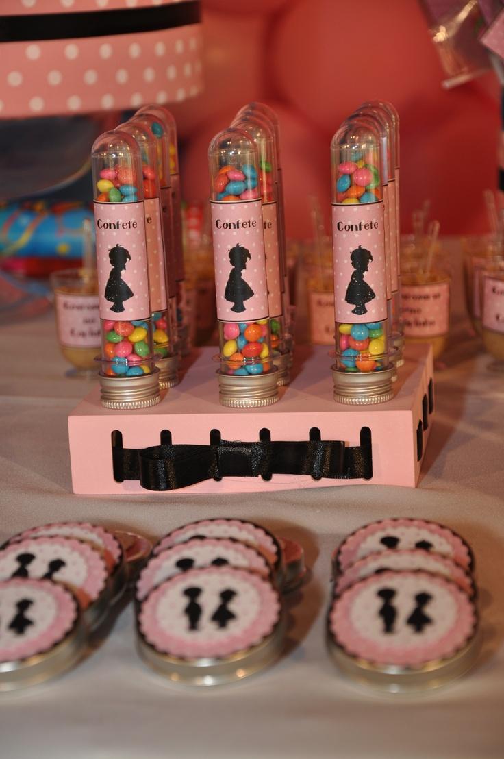 Guloseimas - tubetes com confete e latinhas com tic-tac