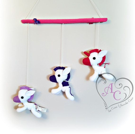 Mobile licorne poney pegase décoration murale par AccrocheCoeur