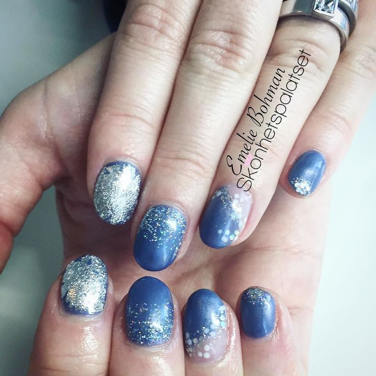 Det är nåt speciellt med blått och silver  #photooftheday #ff #follow #follows #followme #biosculpt #biosculpturegel #biosculpture #emeliebohman #emeliebohmannagelteknolog #gele #gelnails #healthynails #instagood #instafollow #love #nail #nails #naglar #nailbar #nailswag #nailsalon #glitter #glitternails #nailswag #swag #linköping #liu #nailprodigy #nailpromagazine by skonhetspalatset
