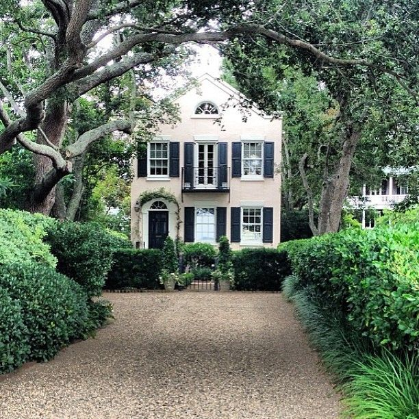 15 best images about driveway on pinterest pea gravel for Southern country homes