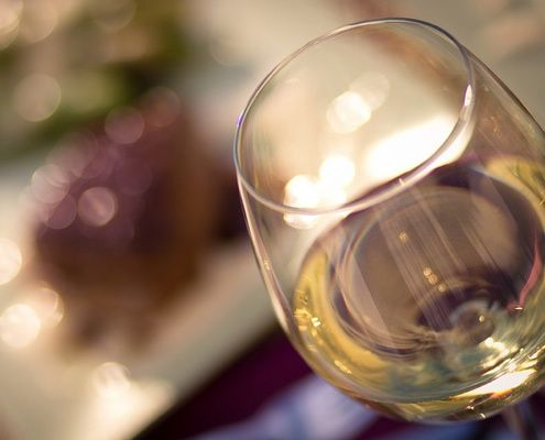 The lovelies over at Snooth came up with a great mini guide to delicious Italian white wines you need to try.