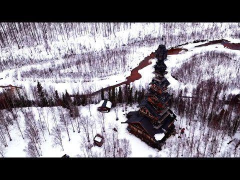 Il construit une cabane de 55 mètres de haut