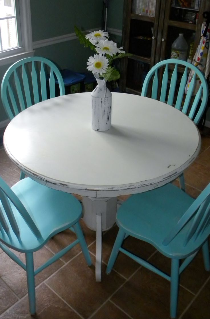 DIY from cookiescraftsandchaos.com milk paint