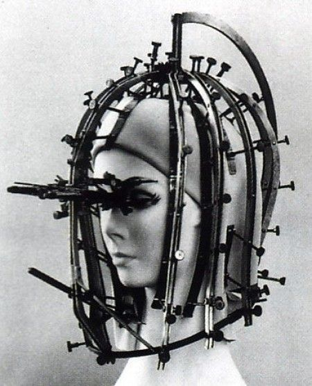 :: Max Factor's beauty callibrator, 1934 ::Help me Rhonda!In 1932 Max Factor's