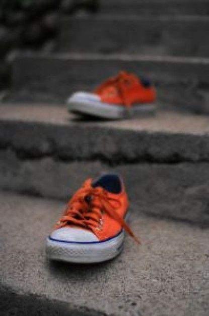 Un racconto di scarpe arancioni