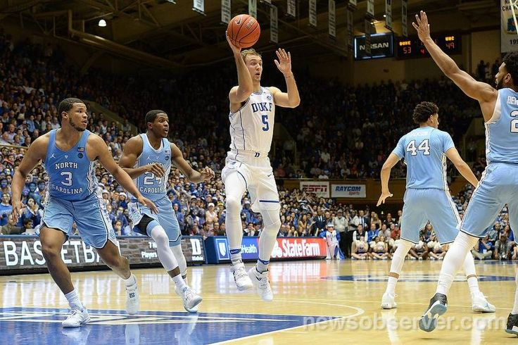 Duke guard Luke Kennard (5) slices through the UNC defense in the second half and kicks the ball outside. Kennard scored 20 points in the game. Duke defeated UNC 86-78 at Cameron Indoor Stadium in Durham, N.C. Thursday, Feb. 9, 2017.