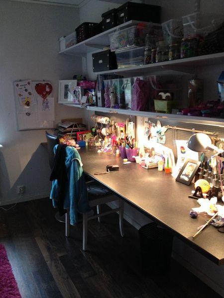 pusselhörna,sovrum,kontor,tjejrum,skrivbord