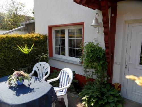Ferienwohnung Blick zu den Sternen M�rkische Heide Located in Hohenbr?ck, this apartment features a furnished terrace with garden views and free WiFi. The property is 34 km from Burg (Spreewald) and free private parking is provided.
