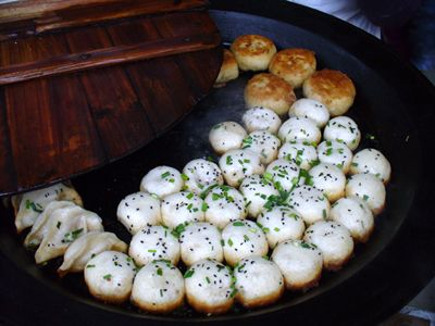 Click through for Forbes recommendation of five street foods you shouldn't leave Shanghai without trying. In the picture is Shengjianbao (生煎包). These crispy-bottomed dumplings are filled with pork and broth, pan-fried, and garnished with sesame seeds and chopped green onions. Keep an open mind when you study abroad in Shanghai and don't forget to try new things! #studyabroad #ISAabroad #ISAasia