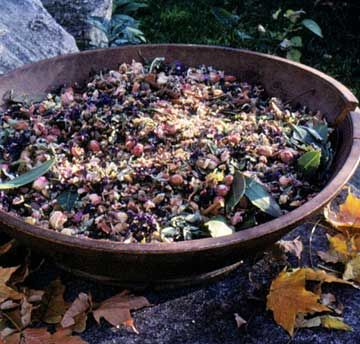Herbal Potpourri Create your own herbal potpourri to add subtle, fresh scents to your home or office.
