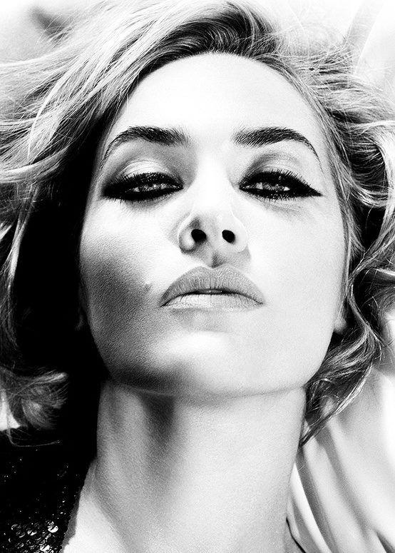 Kate Winslet, B&W...