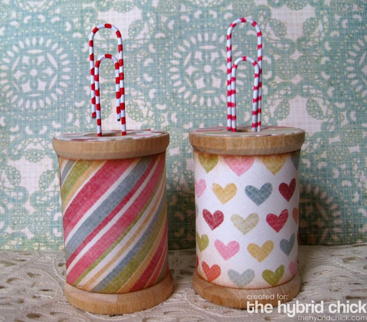 This is really cool!  ((I love this idea of using old wooden spools and paper clips to make photo or card holders))