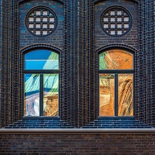 St. Mary's church reflecting in the windows of the Town Hall captured by @moniglende #visitluebeck #lübeck #visitgermany #comeseesh #einsmuttur #plötzlich30 #oldtown #marienkirche #reflection #welterbe #unescoworldheritage #welterbegermany #architecture