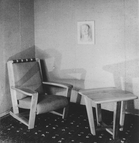 Fotel (proj. Maria Bielska) Stolik (proj. Krystyna Dydyńska, Janina Grzędzielska) rok 1936