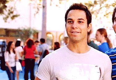 """He somehow dances horribly and amazingly at the same time.   15 Reasons Jesse From """"Pitch Perfect"""" The Boyfriend You Wish You Had"""
