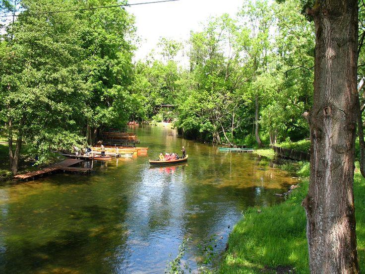 Na rzece Krutyni popularne są zarówno spływy pychówkami, jak i kajakami.  fot. Mrągowskie Centrum Informacji Turystycznej