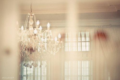 chandleleirDecor, Chandeliers Lights, Beautiful Simplicity, Interiors Design, Pretty Things, Beautiful Life, White House, Beautiful Things, Beautiful Chandeliers