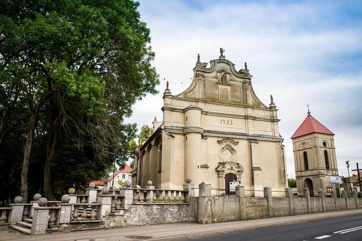 W zabytkowym wnętrzu kościoła św. Wojciecha w Margoninie, który wybudowano w 1753 roku zastosowano nowoczesne panele podłogowe wineo Rock'n'Go.  Zobacz jak wspaniale prezentuje się zabytkowy kościół św. Wojciecha w Margoninie.