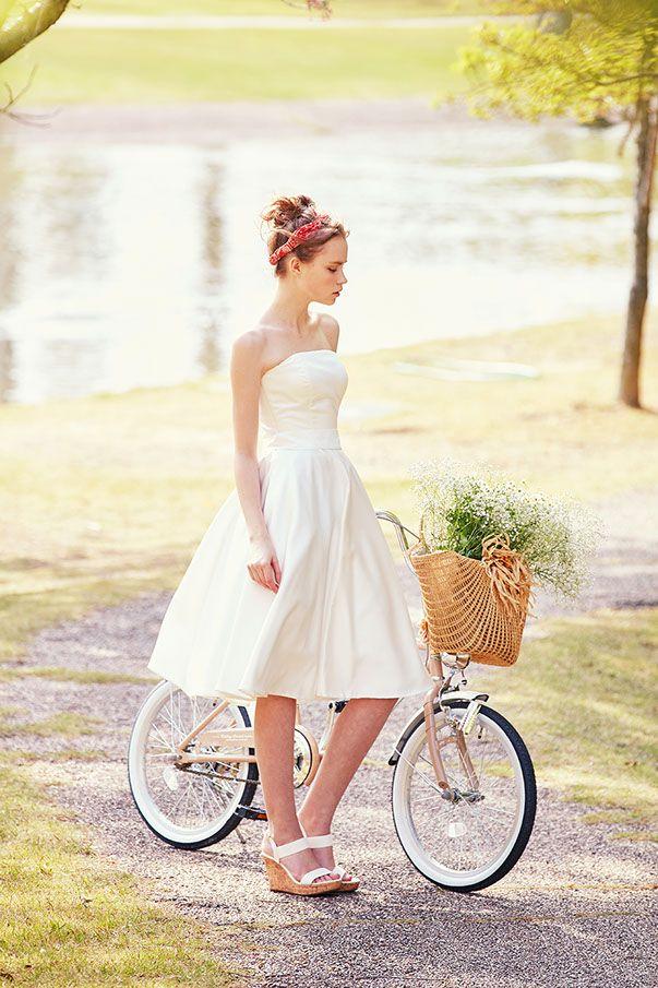 ウェディングドレスNo. DBW-085アクティブな印象のミモレドレス。トレンドを取り入れた最旬なアイテム使いで、インディビジュアルな着こなしを。