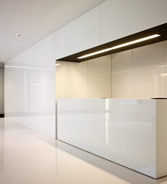 White glossy finish, the Acer office in Barcelona by architect Francesc Rife _