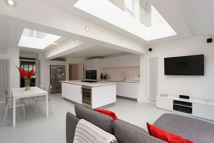 An unloved kitchen in East Dulwich has been brought into the 21st century using clever design features. The roof was constructed short pitch with a predominantly on the roof to accommodate extra wide side return.