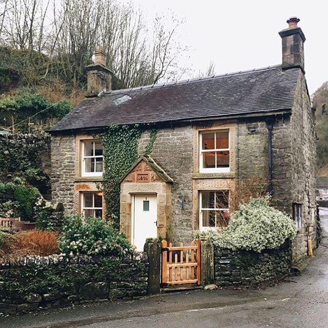 Milldale, Peak District @helloluketurner Tag us in your best shots of Great Britain _____________________________________________