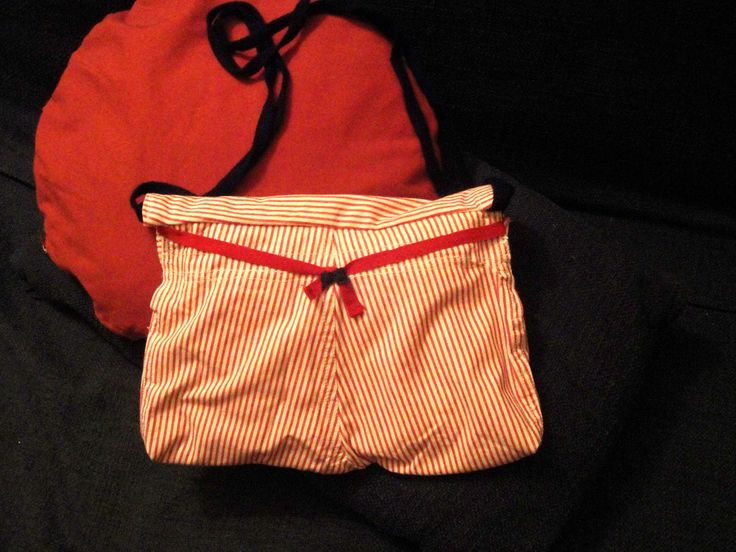 Bag made by PouPée-Pe: using upcycled girl's trousers (back side).