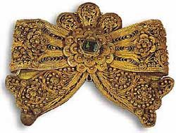 Buckle from Asia Minor, of gilded silver decorated in filigree and granulation. The double rosette at the center is set with a large green artificial gem of glass paste. Dimensions: 9.5 X 7.7cm.  19th century. Athens, Byzantine Museum