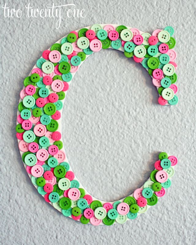 So cute! Love the colors and stacking the buttons! ♥
