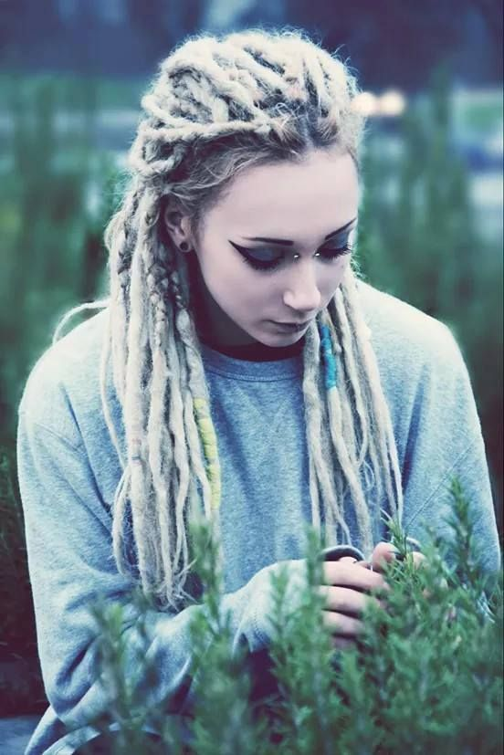 Beautiful girl w/Dreads