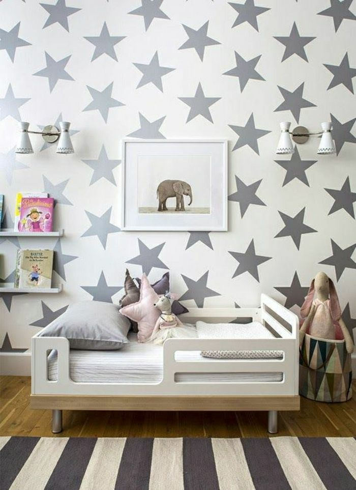 attraktives Kinderzimmer in Grau mit Stern Elementen