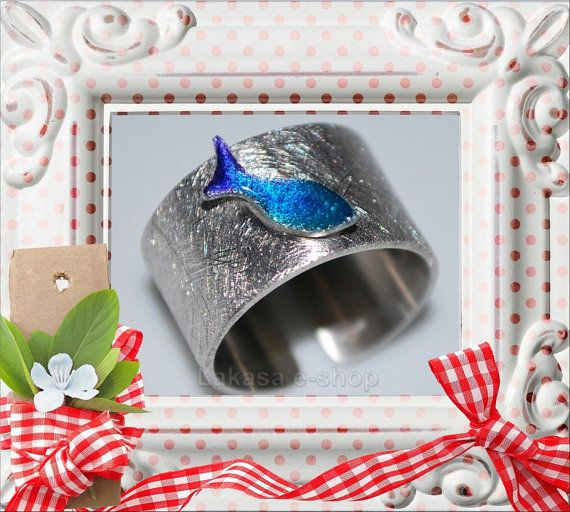 Chevalier Ring Enamel Fish Silver 925 White by LakasaEshopDesign Chevalier Ring Enamel Blue Fish FREE Shipping Worldwide for orders up to 40 euros Lakasa e-shop Jewelry Fine Greek Art Χειροποίητο Δαχτυλίδι Σμάλτο Ασήμι 925 Επιπλατινωμένο Ψαράκι Θαλλασι Μπλε Ελληνικο Χειροποιητο Κοσμημα Δωρεάν τα έξοδα αποστολής! #jewellery #ring #enamel #smalto #jewelry #joyas #mujer #woman #moda #gift #silver #925 #silver925 #fish #summer #collection #fashion