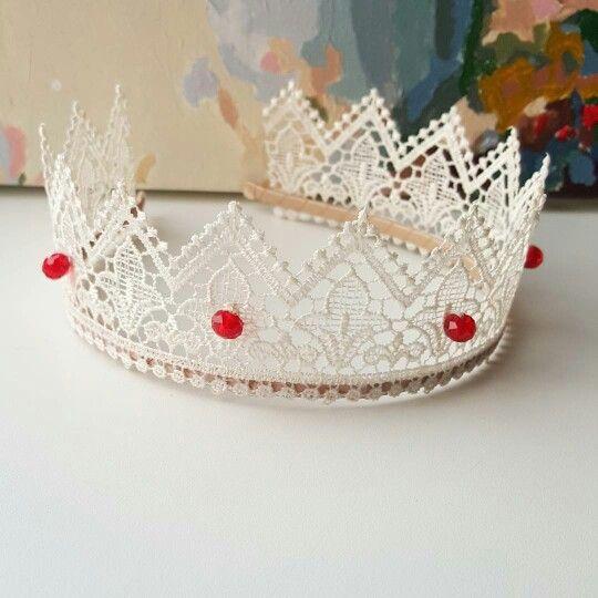 Корона из кружева