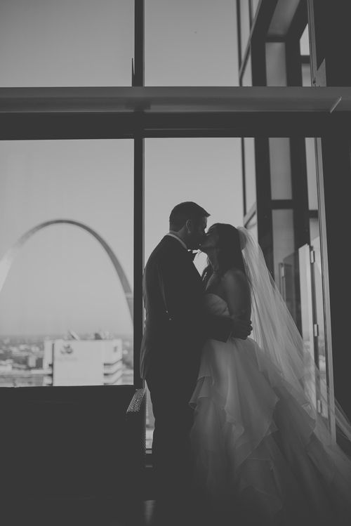 Elegant City Wedding - St. Louis Modern Wedding Photographer — Charis Rowland Photography - wedding photos - bride and groom portraits - must have wedding photos - unique wedding photos - #wedding #bride #groom #bridal #stlouis #portrait #photos #pictures #modern #romantic #creative #pictures #arch
