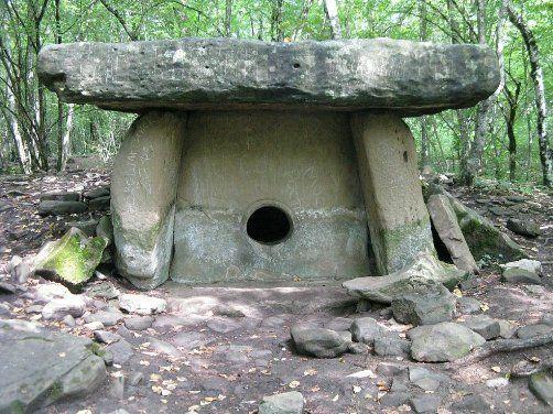 Дольмены – загадочные сооружения, которые находят, преимущественно, в Кавказских горах. Версии их появления, таинственные места силы.